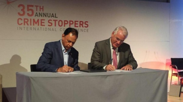 Crime Line head Yusuf Abramjee and Crime Stoppers International (CSI) president Alex Mc Donald sign the Cape Town declaration at the event. Pic: Crime Line.